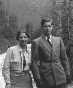 regina mama Elena si Regele Mihai 1941